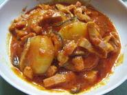 トマトジュースと大根で作る真っ赤煮