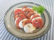 『あったかトマトのカプレーゼ』