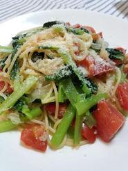 トマトと小松菜と帆立のパスタ